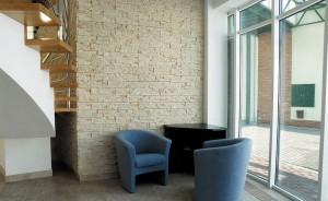 Umělý kámen působí komfortním dojmem /