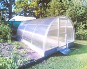 Polykarbonátové skleníky se těší velké oblibě /