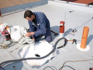 Opravy střechy vyžadují odborný přístup /