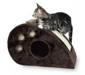 Škrabadlo je pro kočku neúnavnou záležitostí /